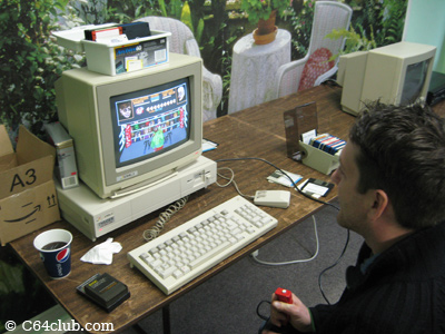 Seth playing Punch Out on the Amiga 1000 - Commodore Computer Club