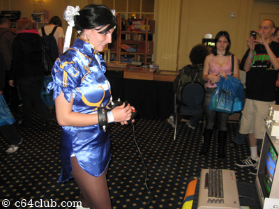 Kitana Mortal Kombat - PRGE 2010: Commodore Computer Club